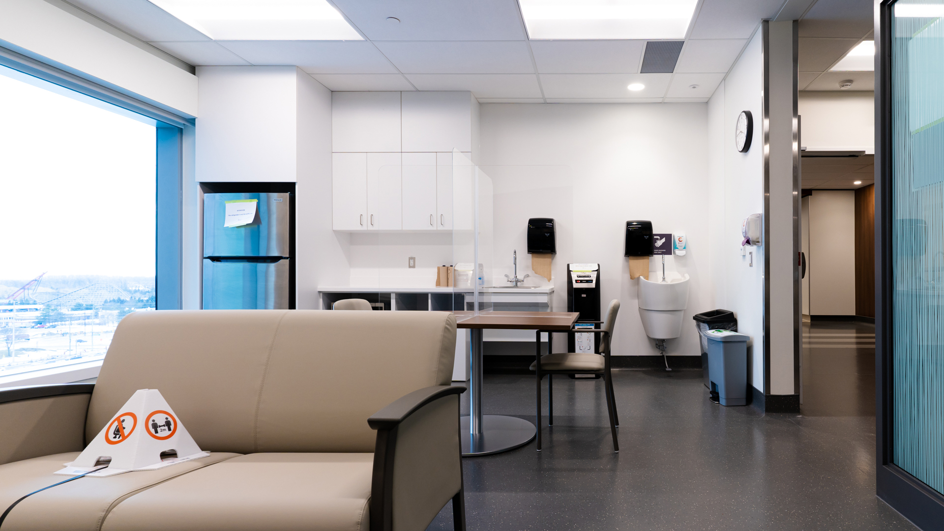 Patient and Visitor Lounge 6E